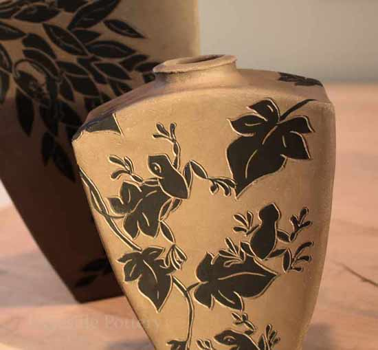 Black and white sgraffito frog pot