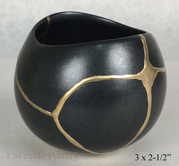 Kintsugi, mending pottery with gold and lacquer, Kintsugi